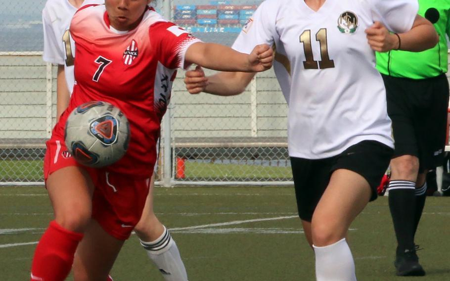 Nile C. Kinnick's Megan Thomas plays the ball against Humphrey's Jacqueline Puskas during Wednesday's Far East Girls Division I soccer tournament round robin. The Red Devils won 4-0.