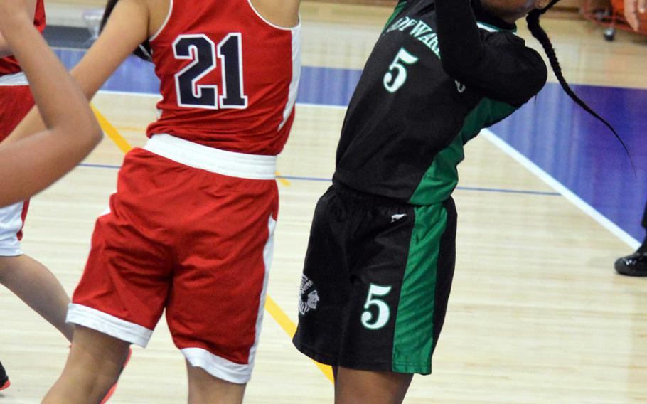 Yongsan's Rebecca Kim blocks the shot of Daegu's Kennedi Williams during Saturday's girls basketball game, won by the Guardians 38-4.