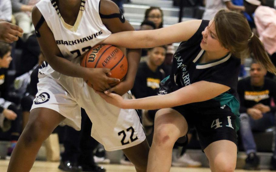 Humphreys' Dai'Jonnai Smith and Daegu's Carmen Zeski tussle for the ball during Tuesday's girls basketball game, won by the host Blackhawks 36-20.
