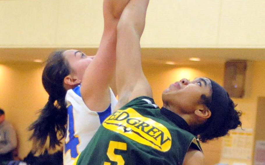 Robert D. Edgren's Coko Magby stretches for the ball against Christian Academy Japan's Erika McLain on Day 1 Thursday of the first ASIJ Kanto Classic. The Eagles beat the Knights 39-30.
