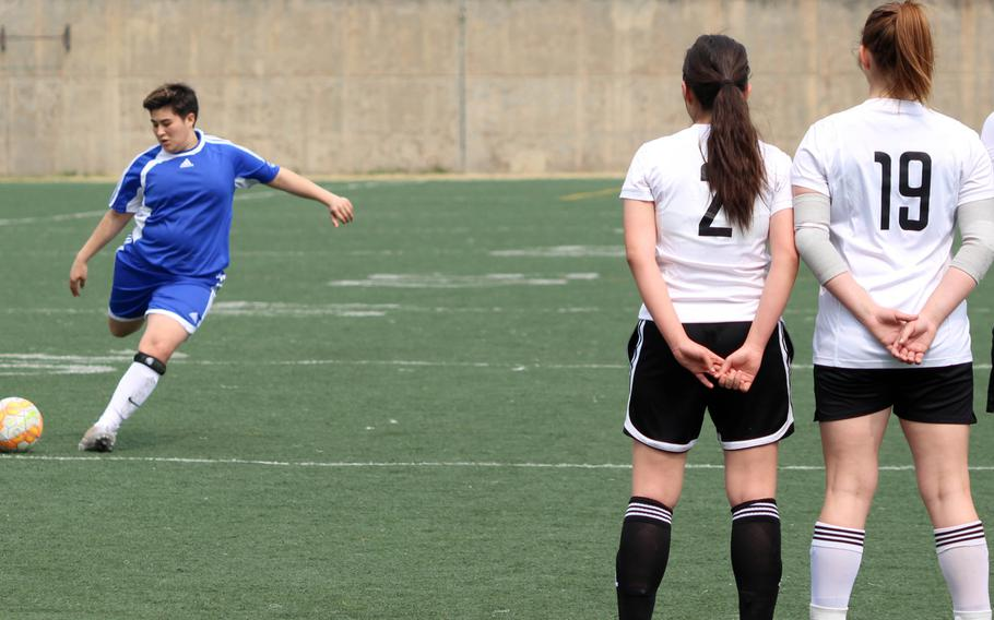Seoul American's Fran Vido readies a free kick against the Daegu defense during Saturday's girls soccer match, won by the Falcons 3-0.