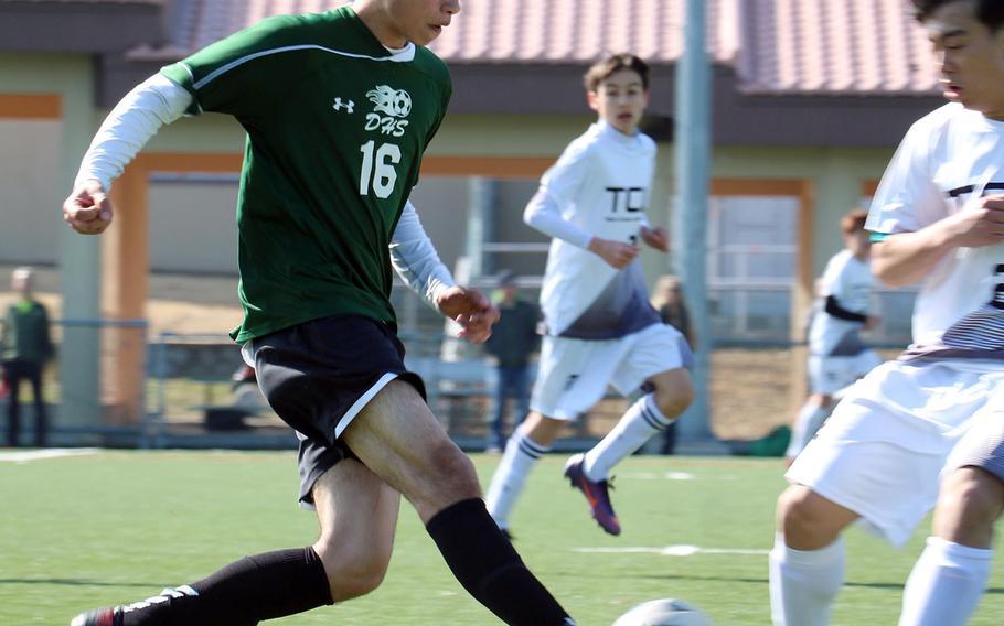 Daegu's Giovanni Garrido tries to guide the ball through the Taejon Christian defense during Saturday's Korea Blue boys soccer match, won by the Dragons 1-0 on an own goal.