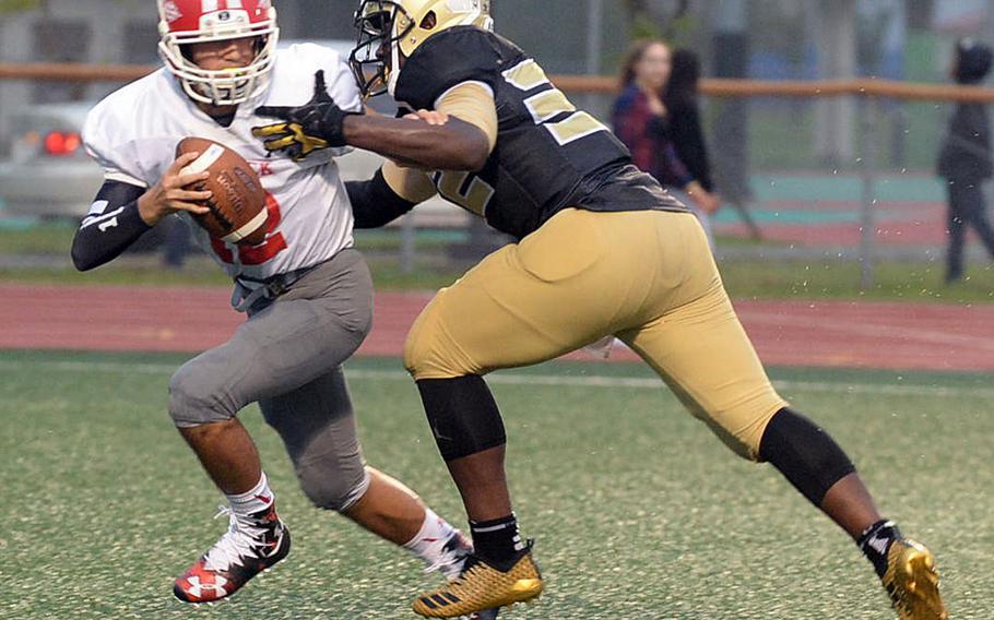 Nile C. Kinnick quarterback Patrick Kelly tries to avoid the tackle of Humphreys' David Key.