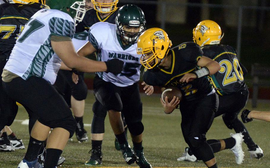 Andrew Neloms (77), Jacob Berry (35) and Daegu was unable to continue beyond the first series of the second half against Raphael Lykins (5) and Robert D. Edgren on Oct. 6 when the Warriors fell short of players.