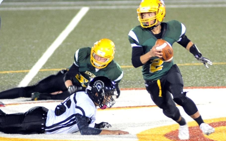 Eagles quarterback Raphael Lykins scampers around left end.