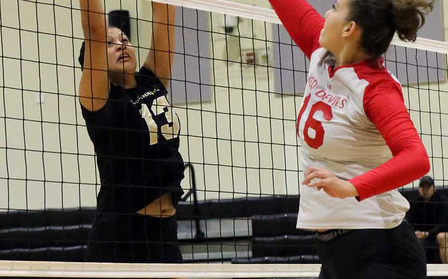 Humphreys' Ebony Dykes and Kinnick's Madelyn Gallo battle for the ball during Friday's round-robin match in the Far East girls Division I volleyball tournament. Kinnick won in three sets.