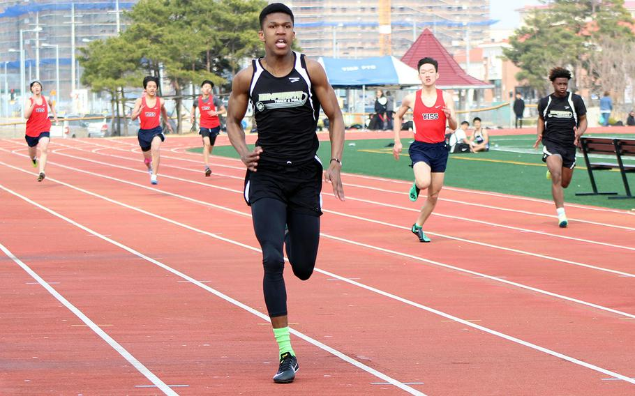 Humphreys' Tevijon Williams heads for the finish of the boys 200 during Saturday's Humphreys Invitational track and field meet. Williams won the 100 and 200 and ran the second leg of Humphreys' first-place 400-meter relay team.
