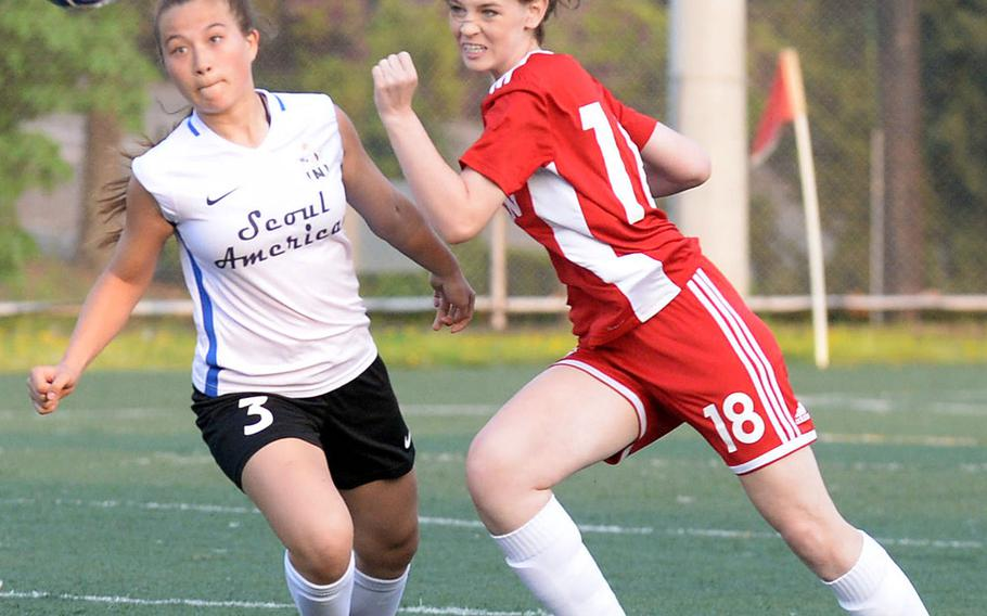 Seoul American's Mindy Pond and Seoul Foreign's Edyn Mayo chase the ball during Wednesday's Korea girls soccer match. The Crusaders won 4-1 and clinched the Korea Blue regular-season championship.
