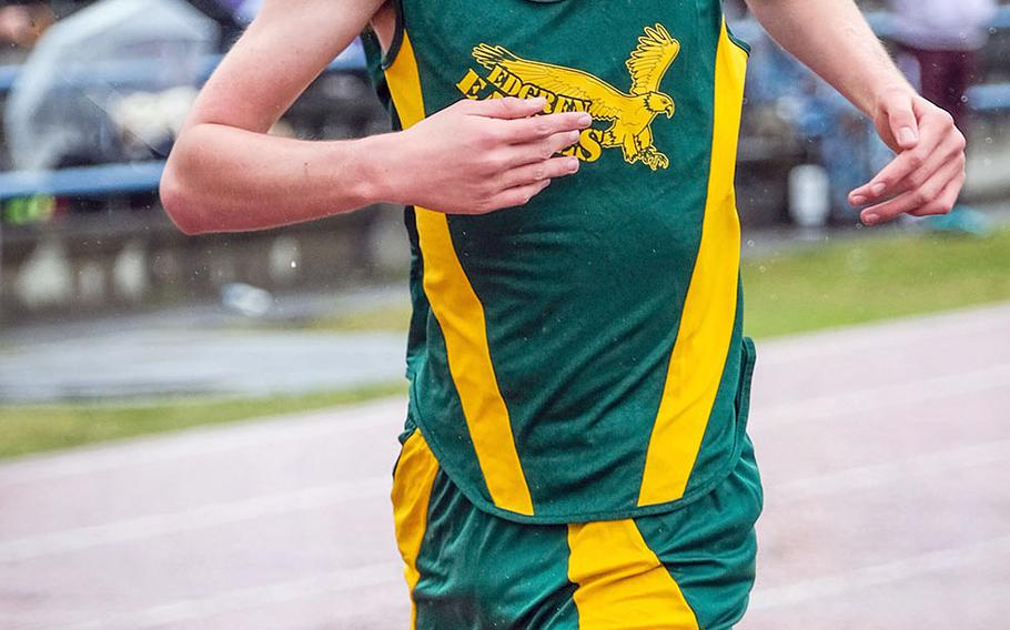 David Blake won one of the two events by Robert D. Edgren athletes, capturing the boys D-II 400.