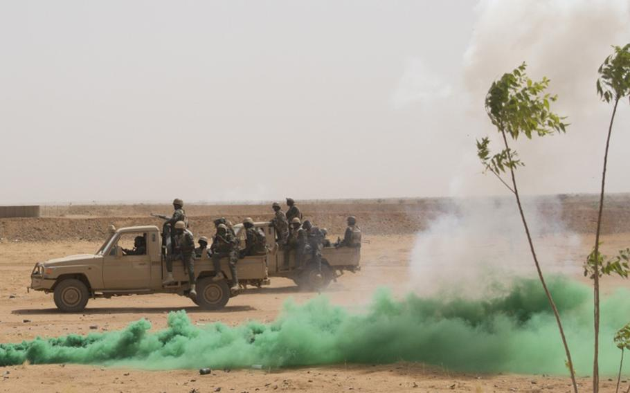 Nigerien soldiers conduct a simulated mounted patrol during exercise Flintlock in Agadez, Niger, April 18, 2018.