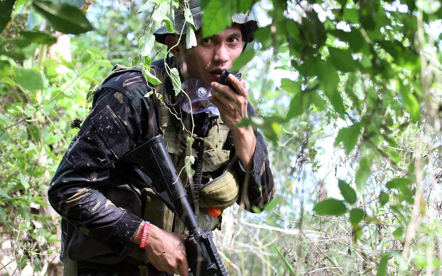 A Philippine soldier trains with U.S. servicemembers during Balikatan drills in San Miguel, Bulacan, Philippines, May 10, 2017.