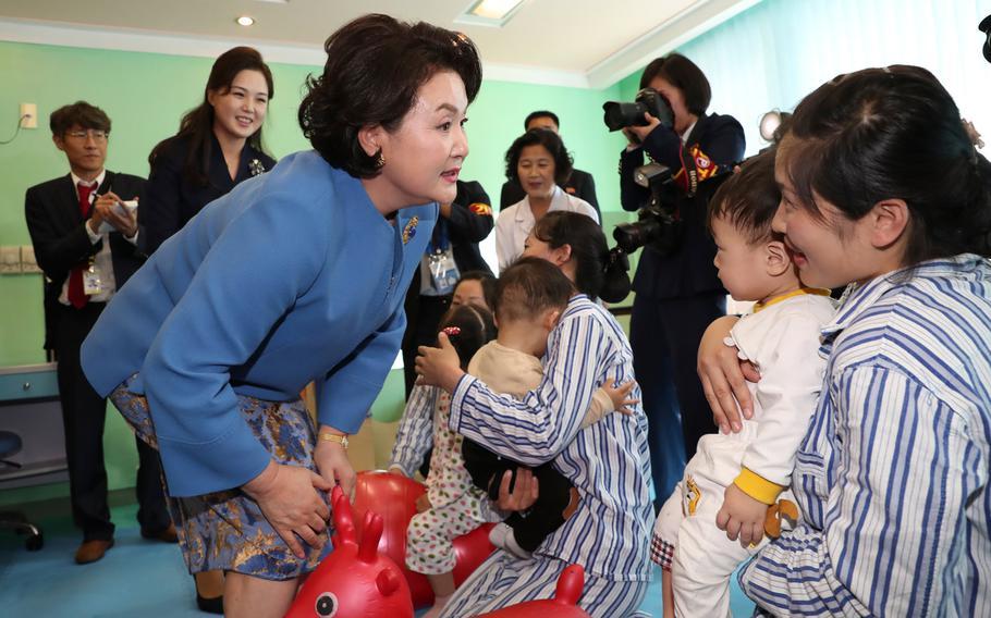Kim Jung-sook (center), wife of South Korean President Moon Jae-in, and Ri Sol-ju, wife of North Korean leader Kim Jong-un, visit Okryu Children's Hospital in Pyongyang on Sept. 18, 2018.