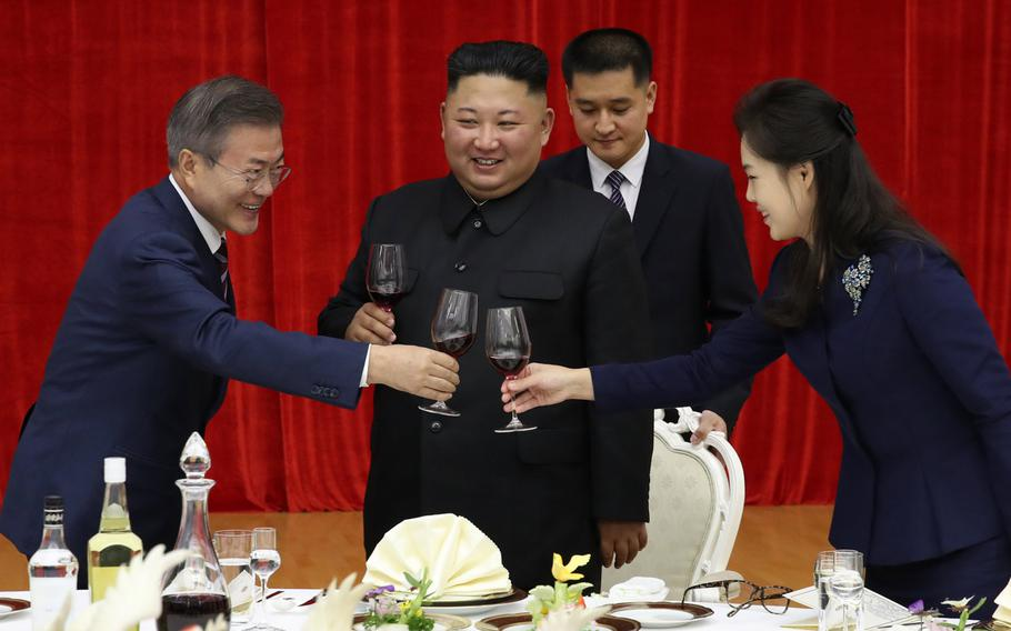 North Korean first lady Ri Sol-ju (far right) and North Korean leader Kim Jong Un offer a toast to South Korean president Moon Jae-in in Pyongyang on Sept. 18, 2018.