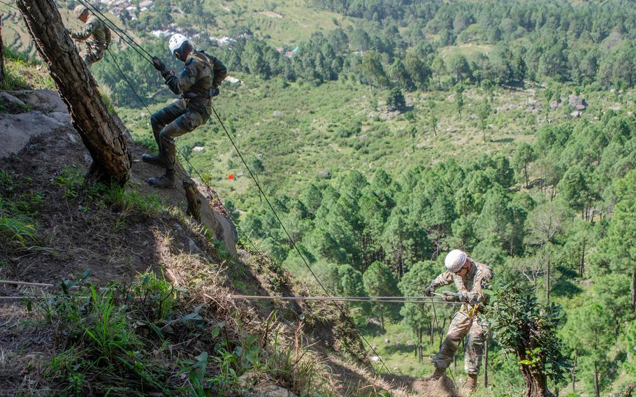 Lt. Col. Andrew Steadman, right, commander of 1st Battalion, 23rd Infantry Regiment, descends a cliff with an Indian army soldier during a rappel and zipline class Sept. 20, 2018, at Chaubattia Military Station, India.