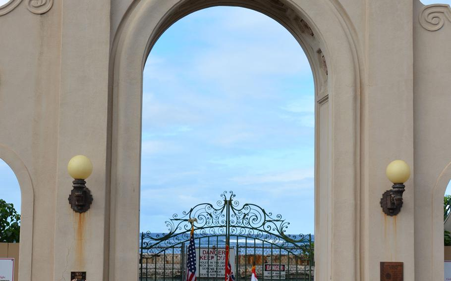 The entry arch to the Waikiki Natatorium War Memorial, commemorating those who fought in World War I, is listed on the National Registers of Historic Places and has designated a National Treasure by the National Trust for Historic Preservation.