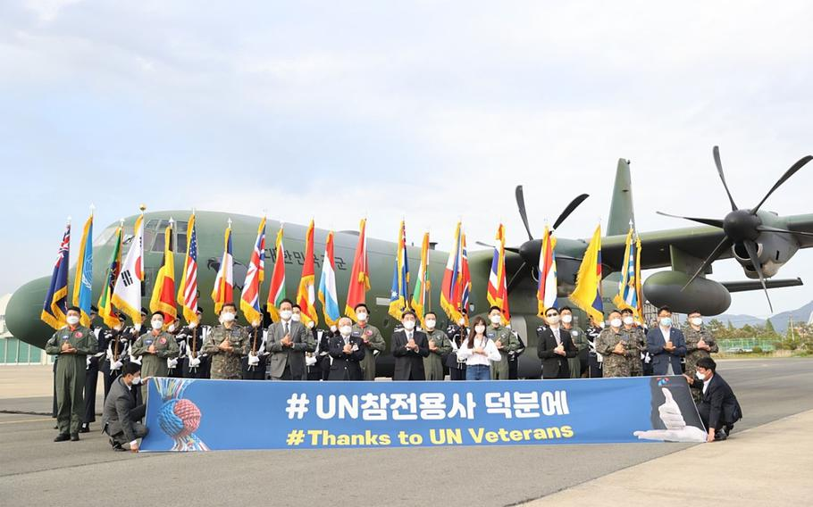 South Korean officials held a ceremony at Gimhae Air Base on Friday to celebrate plans to send 500,000 face masks to the United States to be provided to American veterans of the Korean War. The flight was delayed until Sunday night due to weather.