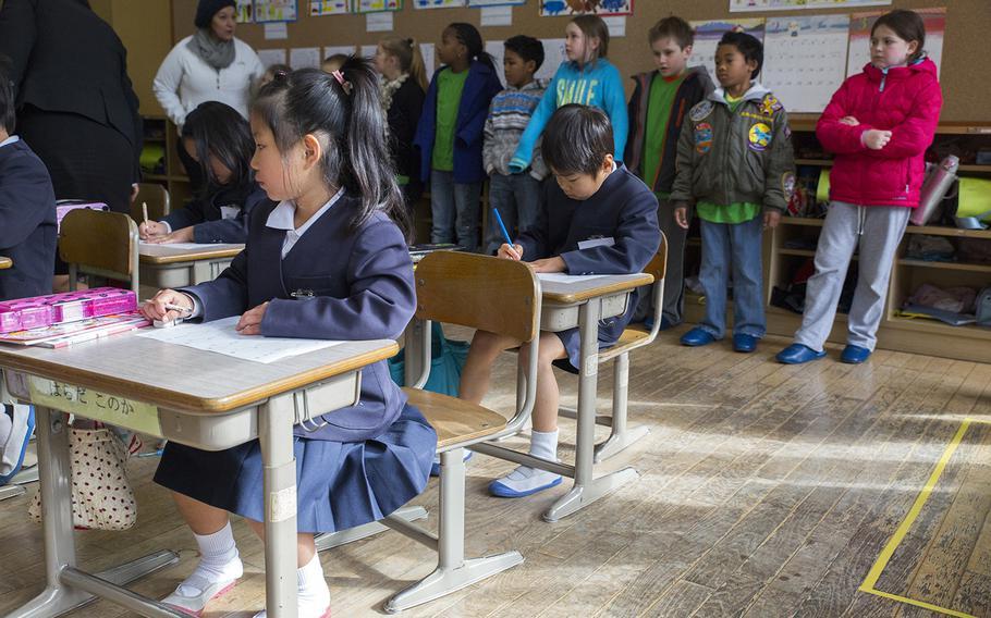 American students visit a classroom at Nishiki Seiryu Elementary School near Marine Corps Air Station Iwakuni, Japan, in 2015.