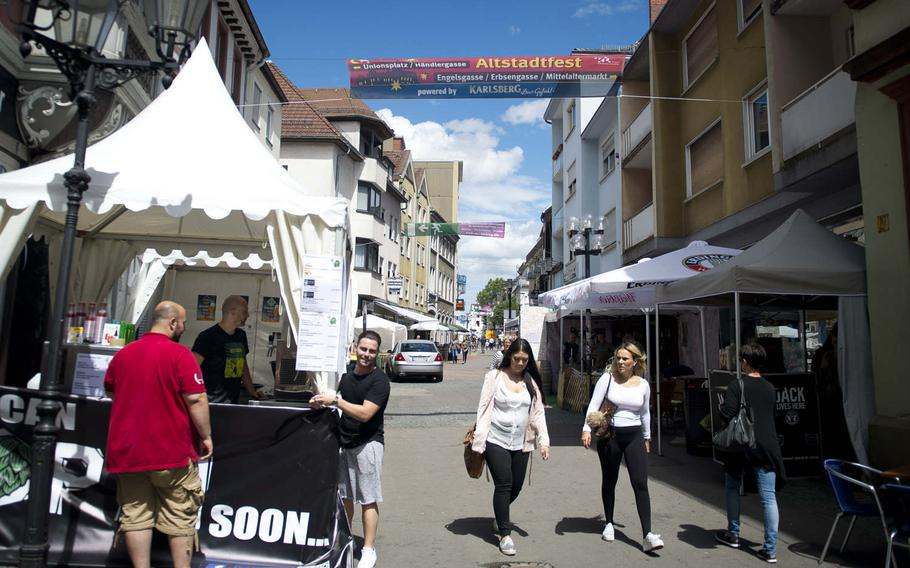 Vendors prepare a booth for the annual Lautrer Altstadtfest in Kaiserslautern, Germany, on Friday, June 30, 2017. The number of visitors this year is expected to be about 200,000.