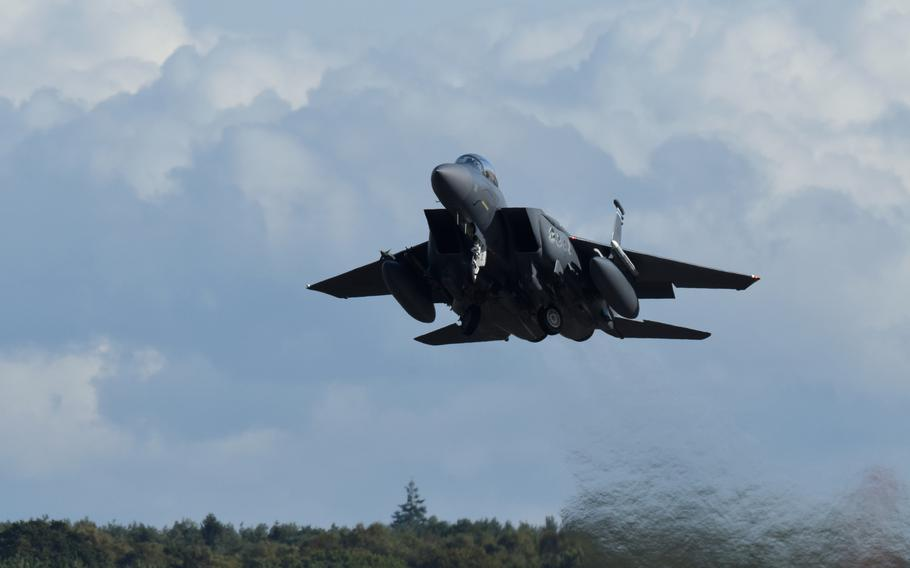 An F-15E Strike Eagle, assigned to the 492nd Fighter Squadron kicks off the ''turkey shoot'' competition at RAF Lakenheath, England, Sept. 26, 2019.