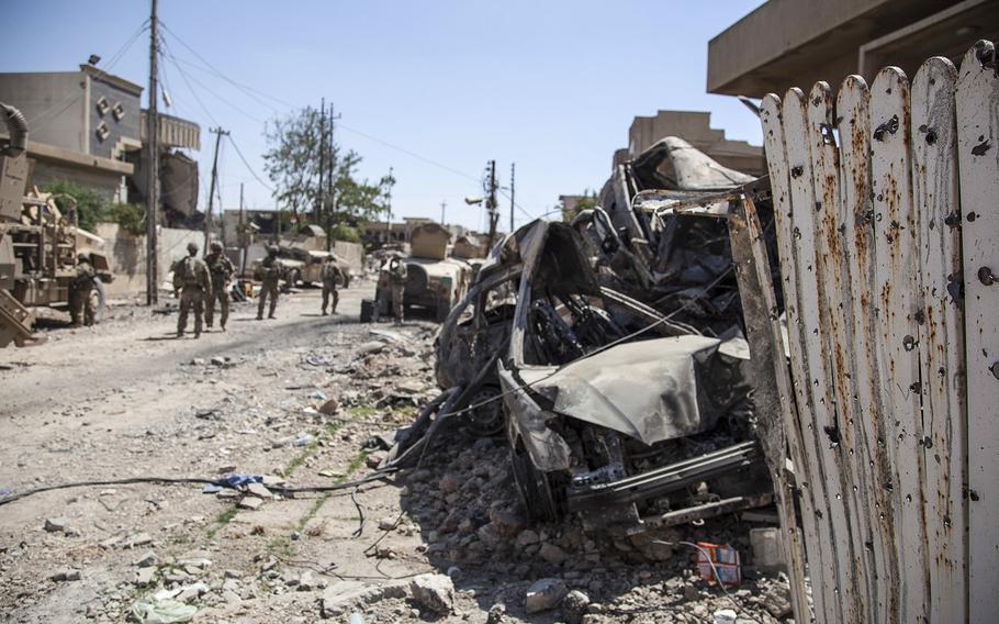 U.S. troops establish a patrol base alongside Iraqi security forces in Mosul, Iraq, June 19, 2017.