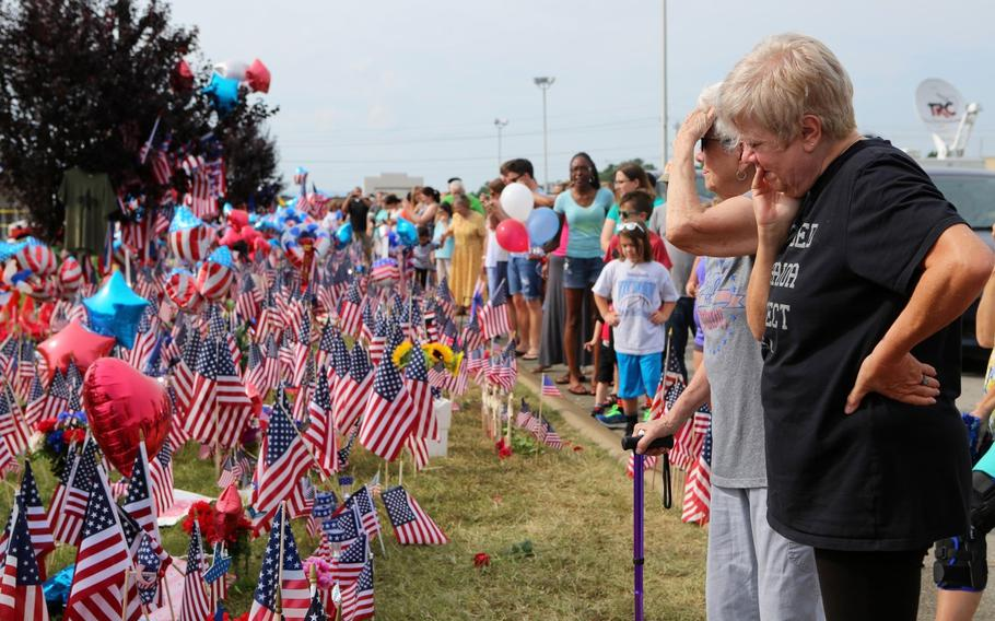 Members of the Chattanooga community gathered at the Naval Operational Support Center and Marine Corps Reserve Center in Chattanooga, Tenn., on July 19, 2015, to honor the fallen marines and sailor, who were killed during an attack by a gunman.