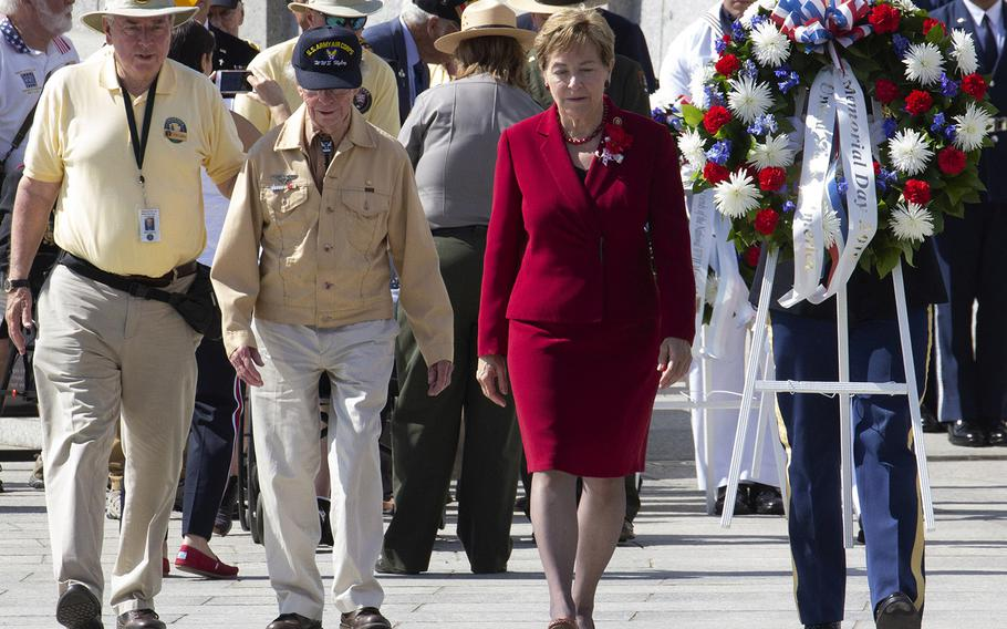 World War II veteran Peter Naylor, second from left, and keynote speaker Rep. Marcy Kaptur, D-Ohio, prepare to place a wreath during a Memorial Day ceremony at the National World War II Memorial in Washington , May 27, 2019.