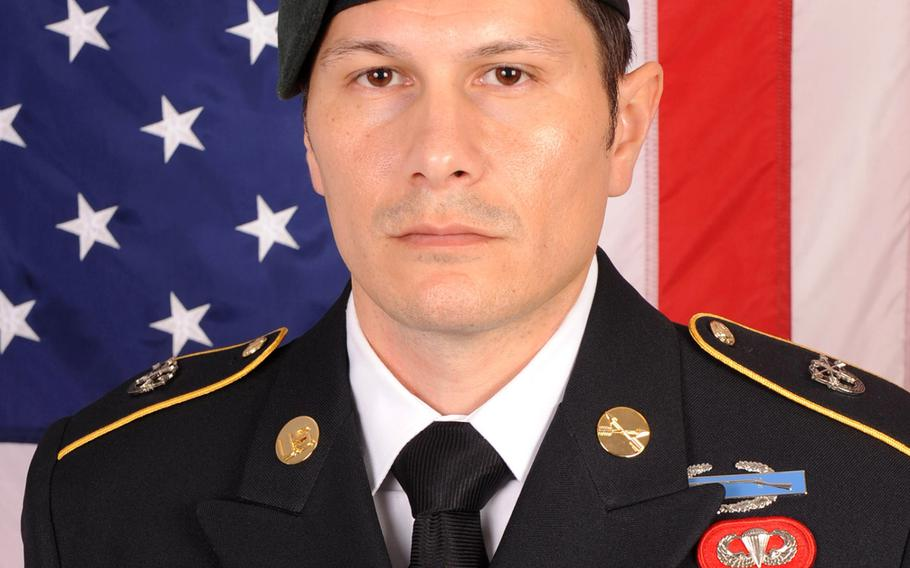 Official portrait of Sgt. 1st Class Duke Webb.