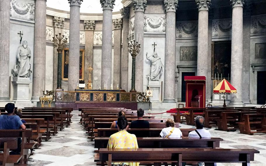 The Basilica di San Francesco di Paola blends a neo-classicist Roman style with traditional church trappings such as shrines and altarpieces. The church is open to tourists in the mornings and evenings.