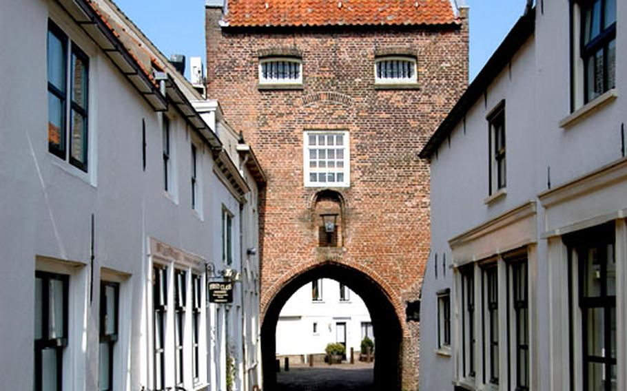 The Gevangenpoort, Woudrichem's city gate that leads down to the town's old port.