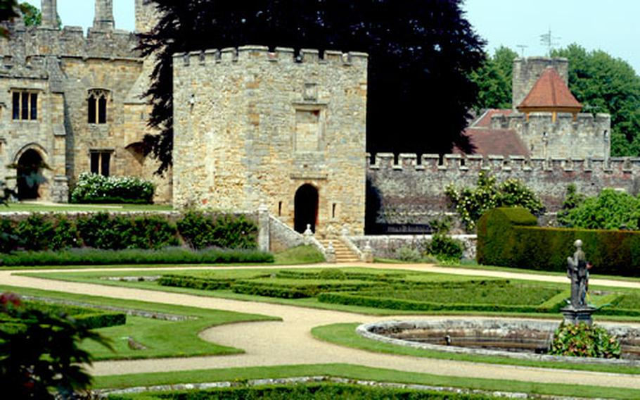 Some consider Penshurst Place the best-preserved manor house from the Middle Ages in England. In 1519, Henry VIII was a guest at the house, which has changed little from those days.