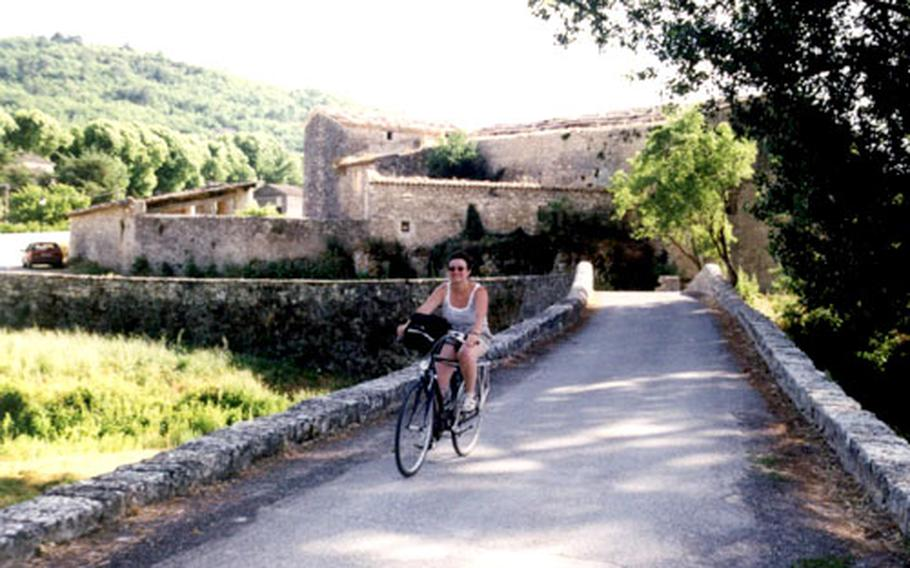 Ancient stone bridges and pretty towns await those who bicycle through Provence. While the cycling on the Tour du Luberon is not all in the flats, it is not overly strenuous.