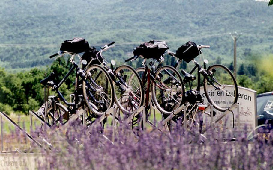 By special arrangement, the association Velo Loisir en Luberon can transport rental bikes to a specified location for cyclists.