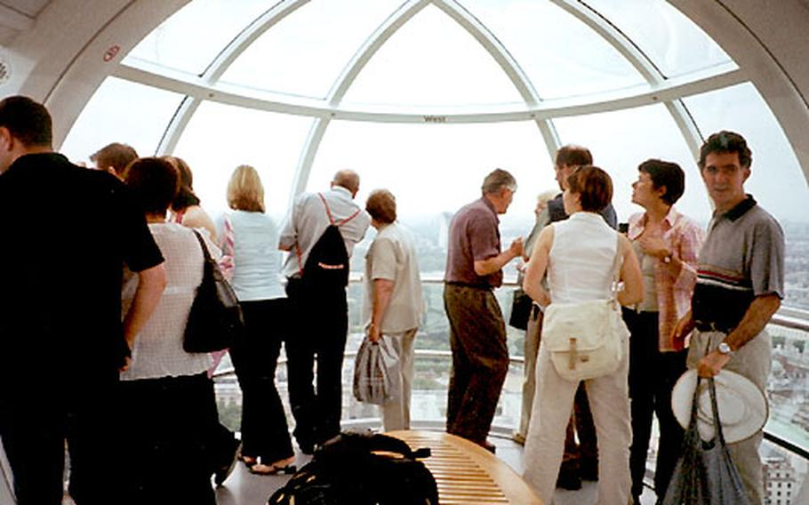 As many as 25 people can comfortably fit into one climate-controlled glass capsule on the London Eye, with room to move about and take photos from all directions. A bench in the center provides seating.