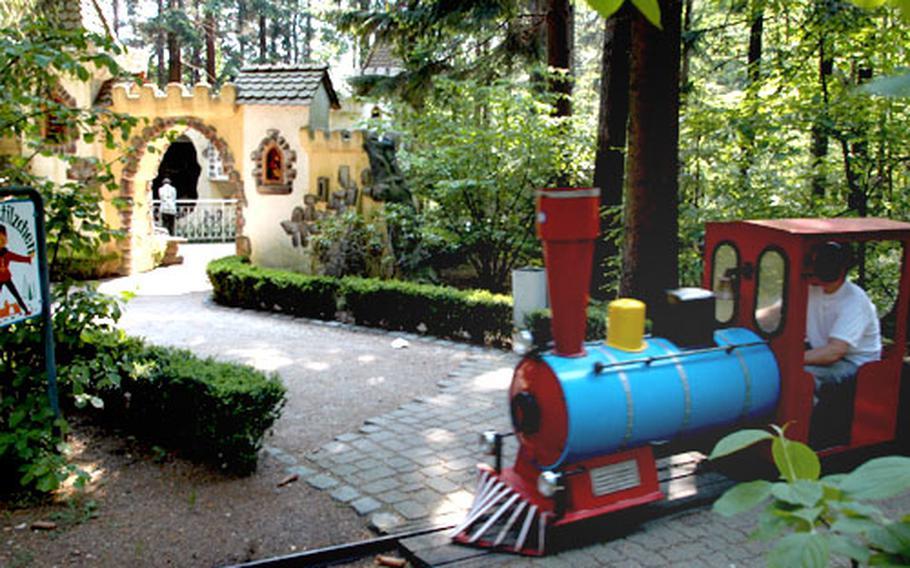A small train chugs through the park, passing Rumplestiltskin's castle at Märchen Paradies on the Königstuhl in Heidelberg.
