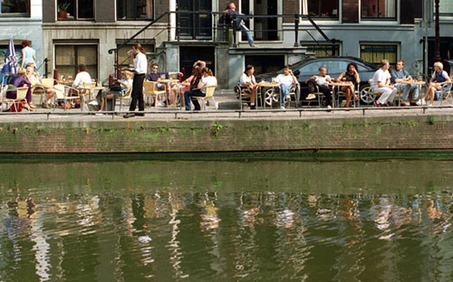 A canal makes a fine setting for a refreshment stop.