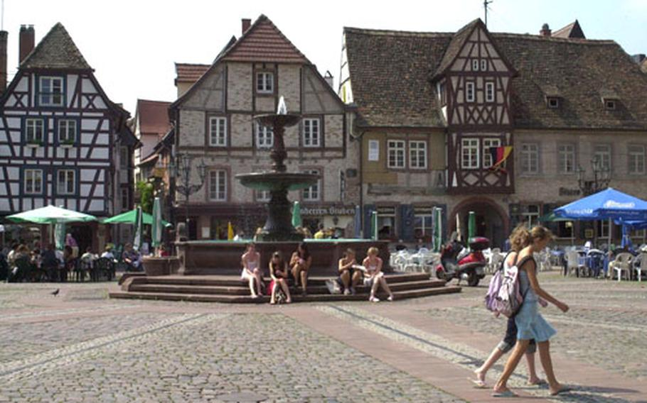 The Marktplatz is in the historic center of Neustadt an der Weinstrasse. On Tuesdays, Thursdays and Saturdays, vendors gather in the square to sell fresh fruits and vegetables.