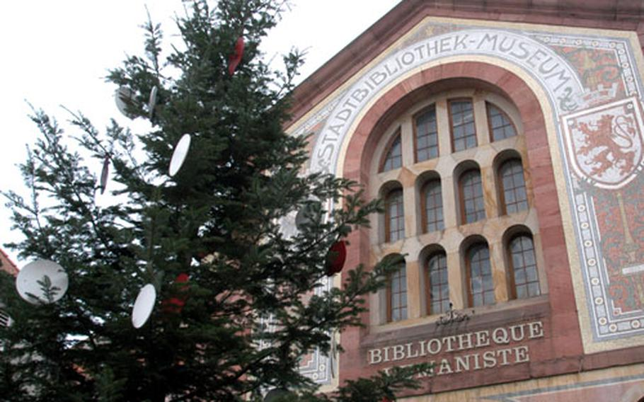 This Christmas tree highlights the humanistic library in the center of Sélestat.