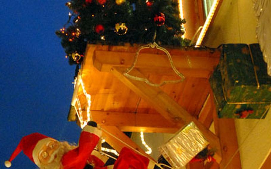 Santa climbs a decorated building at the 2006 Rüdesheim Christmas market