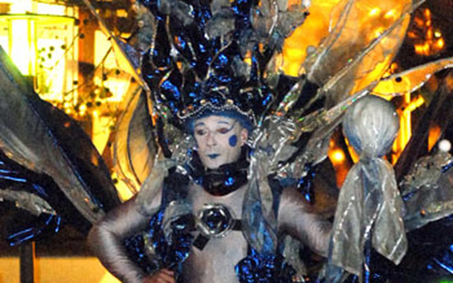 This ice cold-looking character was walking on stilts through the Bad Hersfeld Christmas market on opening day 2006.