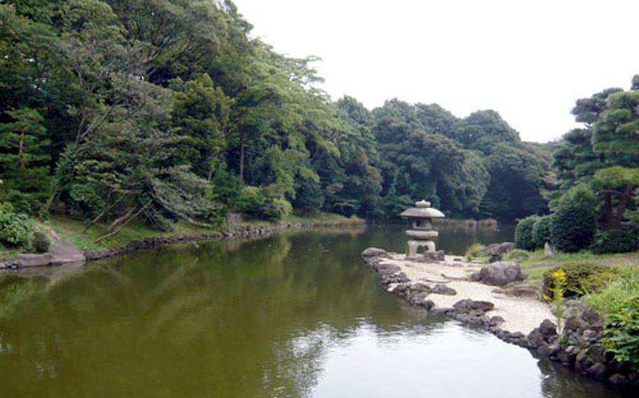 A Japanese garden created over 400 years ago, when it was a local lord's mansion, is said to be the roots of Shinjuku Gyoen National Park.