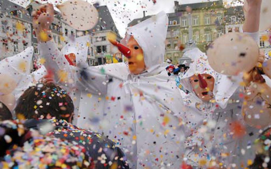 Blanc Moussis slap spectators with bladders and throw handfuls of confetti on Stavelot's Saint Remacle Square. The Round of the Blank Moussis, a sort of dance on the square, is the climax of the Laetare Sunday parade.