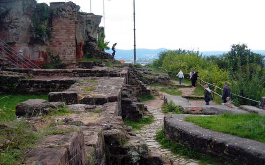 The ruins of the fortress provide a fantastic vantage point for views of the city of Homburg and beyond. The entrance to the Schlossberg Caves is a short distance away.