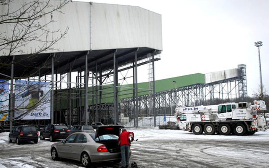 In a field near the town of Peer, Belgium, stands this enormous structure. Giant metal bracings prop up what looks like an industrial chute attached to a second large slanted building. Inside are nearly three acres of snow-covered terrain.