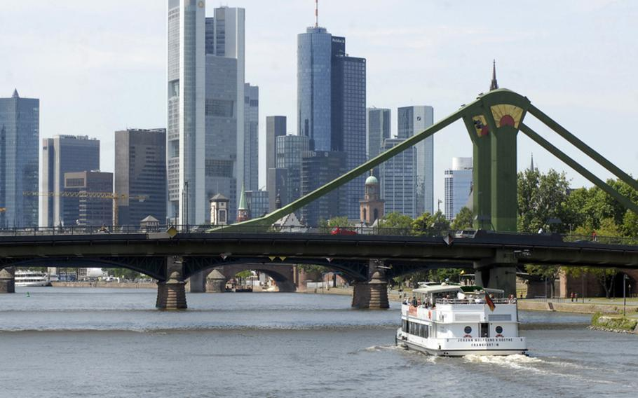 The Primus-Linie cruiser Johann Wolfgang Von Goethe, named after the German writer born in Frankfurt am Main, completes a Main River tour of Frankfurt and heads back with an impressive view of the Frankfurt skyline.