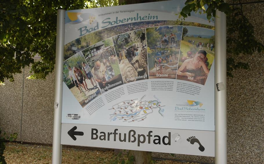 A sign points the way to the trail, or Barfusspfad.